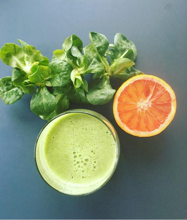 Get Ready – Green Smoothie mit Feldsalat und Blutorange