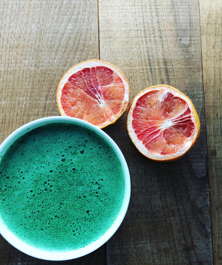 Green Smoothie Meeresrauschen – Feldsalat trifft Grapefruit und Chlorella
